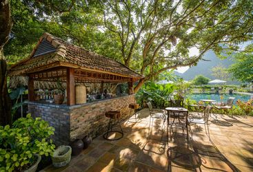 tam-coc-garden-pool-bar