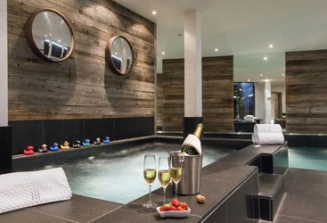 the_lodge_indoor_jacuzzi