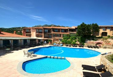 Hotel pool at Hotel Cervo, luxury hotel in Italy