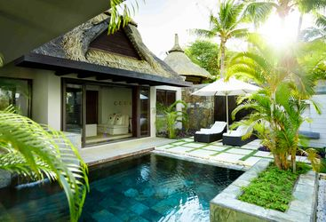 Belle Mare villa and pool