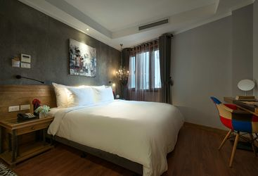 Deluxe Room bed at La Siesta Trendy