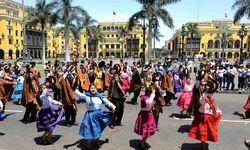 Dancing women of Lima