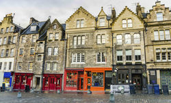 The cobbled streets and terraced shops in Edinburgh