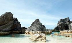 Rocks in horseshoe bay of Bermuda