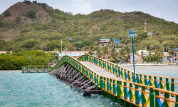 Lovers bridge connection Providencia and Santa Catalina