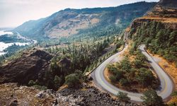 Rowena Crest road in Oregon