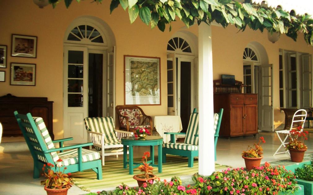 Glenburn tea estate luxury hotel india original travel for Verandah designs in india