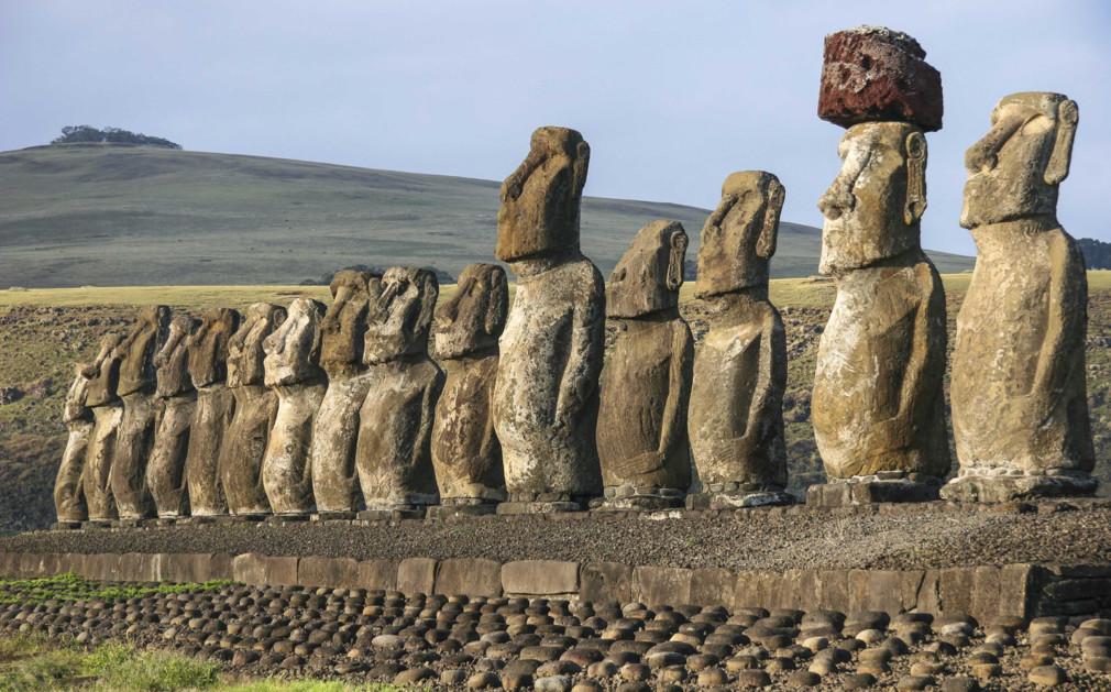 Resultado de imagem para moai easter island