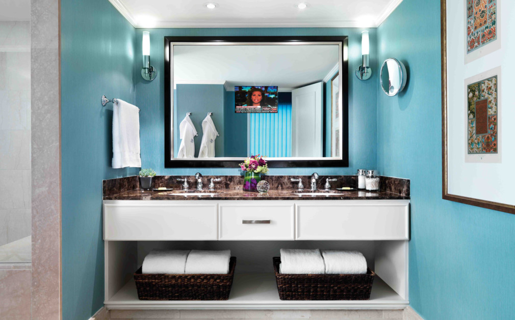Four seasons vancouver original travel luxury hotels for Bathrooms r us vancouver
