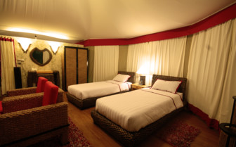 Twin bedroom at 4 Rivers Floating Lodge