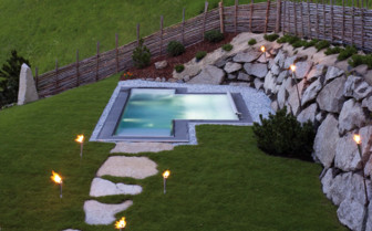 The outdoor whirlpool at San Lorenzo Mountain Lodge