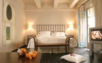 Deluxe bedroom at Las Casas del Rey de Baeza