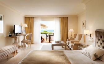 Junior suite at Hotel Puente Romano