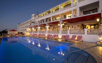 The swimming pool at Oyster Box Hotel