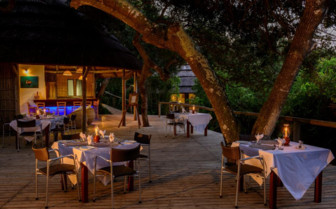The dining deck and bar at Thonga Beach Lodge