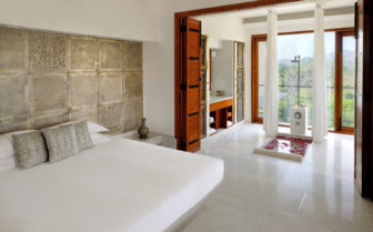 Suite with stunning view at Devi Garh hotel