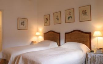 Twin bedroom at La Almuna