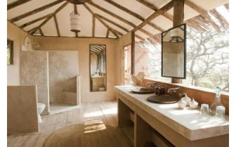 Luxury bathroom at Lamai Serengeti