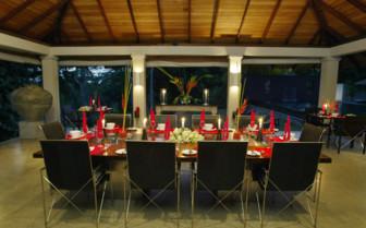 Dining at Kahanda Kanda, luxury hotel in Sri Lanka