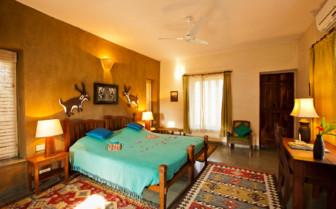 Bedroom at Forsyth's Satpura hotel