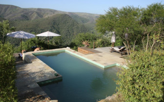 The pool with mountain views at Camp Figtree