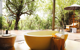 Outdoor bathtub at Molori Safari Lodge