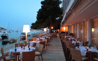 The restaurant on the terrace at Hotel Adriana