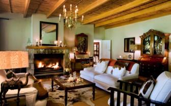 The living room at Samara hotel