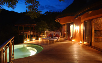 The swimming pool of the bush villa at the hotel