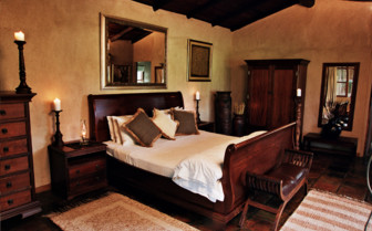 Bedroom at Nottens Bush Camp, luxury safari camp in South Africa