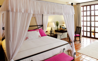 Large luxury bedroom at Hotel Guaycura