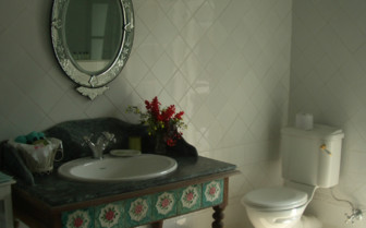 Bathroom at Glenburn Tea Estate, luxury hotel in India