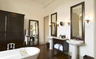 Luxury bathroom at Amangalla