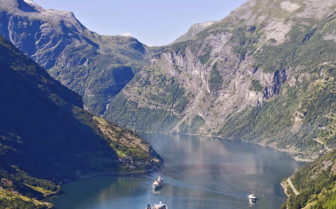 Cruising in the fjords
