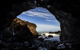 Ana Kai Tangata Cave Entrance