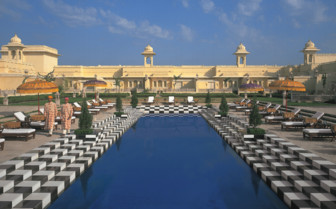 The pool at Oberoi Udaivilas hotel