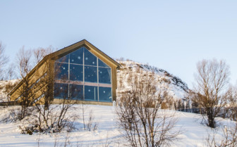 Kirkenes Snowhotel by Daylight