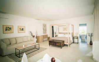 Airy Bedroom at Furnirussi Tenuta