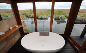 Homestead Chamberlain Suite bathtub with view