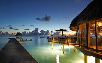 Miki Miki Bar overlooking the lagoon