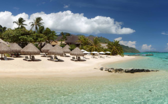 Panoramic view of the white sand beaches of French Polynesian