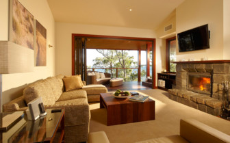 Scenic Rim lodge lounge