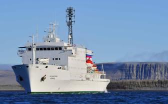 Akademik boat exterior