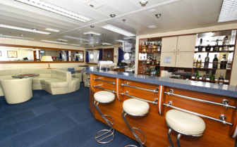 Akademik on board bar