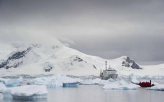 Akademik Ioffe surrounding by icebergs