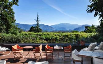 Vista Lago outdoor dining