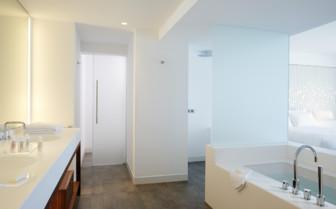 Ensuite bathroom at Nikki Resort