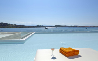 Luux suite pool