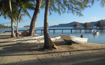 Boats and beach on Vahine Island