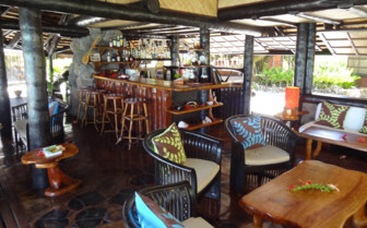 Vahine Island Resort bar area